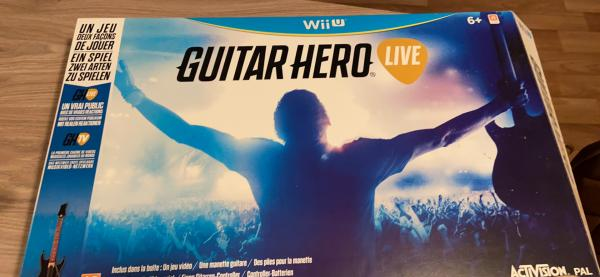 Image article 2 manettes guitar hero live