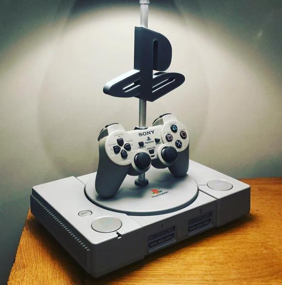 Image article Lampe playstation et manette dualshock